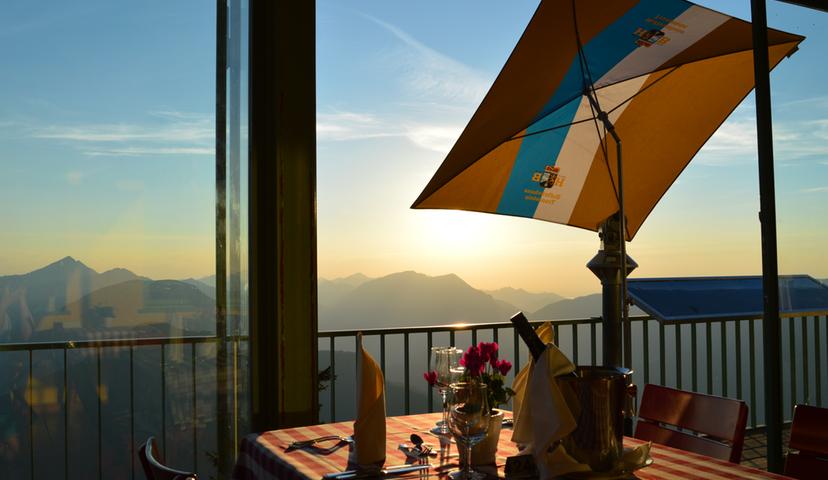 Predigtstuhl Bergrestaurant Terrasse Abend